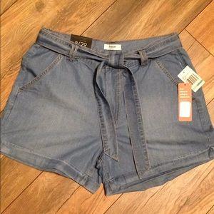 NWT Kenzie soft denim shorts with belt size 8/29